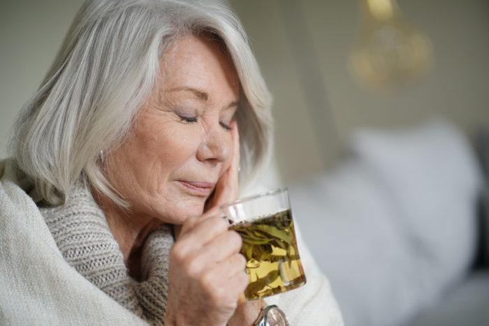 Ursache für Zahnschmerzen kann eine Kieferhöhlenentzündung sein. Hier hilft eine wirksame Sinusitis-Therapie.