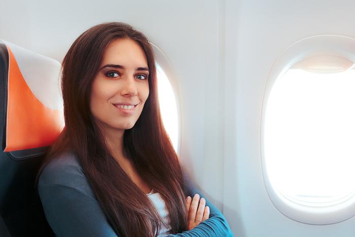 Die denkbar schlechtesten Mittel, um die Flugangst zu bekämpfen, sind die Betäubung mit Alkohol und Psychopharmaka sowie die komplette Vermeidung von Flügen.