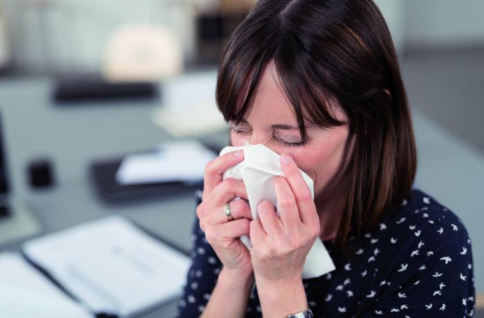 Untersuchungen haben gezeigt, dass Antibiotika bei einer Nasenhöhlenentzündung nur begrenzt wirksam sind. Hausmittel können also die bessere Wahl sein.
