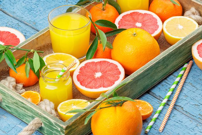 Smoothies aus Lebensmitteln mit viel Folat, wie etwa aus Zitrusfrüchten, sind besonders für Schwangere geeignet.