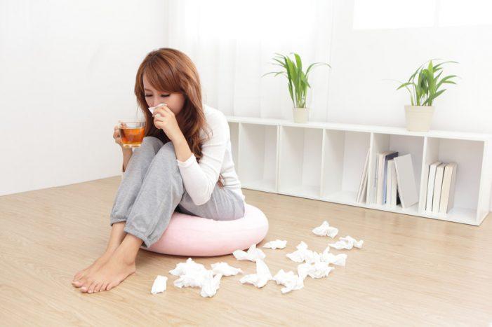 Eine Erkältung schwächt das Immunsystem und erleichtert somit Magen-Darm-Viren den Eintritt.