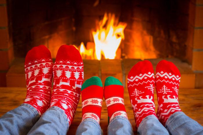 Kalte Füße allein machen nicht krank. Allerdings begünstigen kalte Füße eine Erkältung. Daher immer schön warm halten. Warme Füße helfen sogar, eine Erkältung schneller zu überstehen.