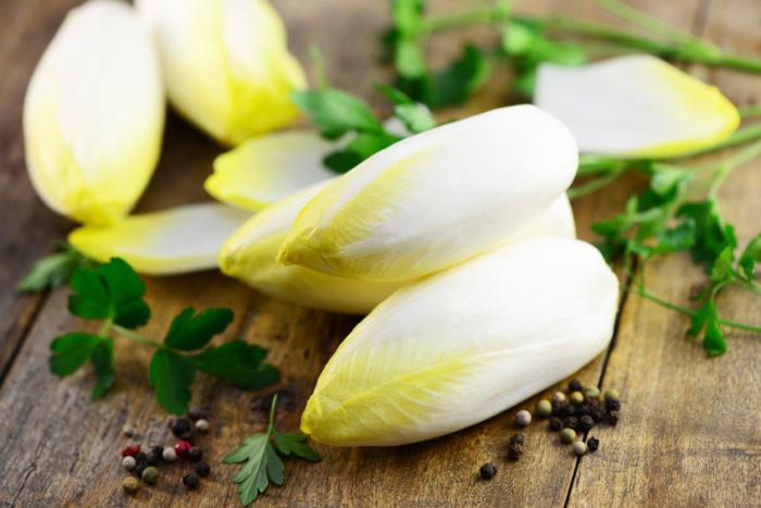 Chicorée gehört nicht zu den beliebtesten Salaten. Vielleicht wegen seines hohen Anteils an Bitterstoffen. Doch gerade die sind eigentlich gesund.